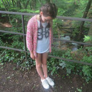 Mädchen Strickjacke pink vorne