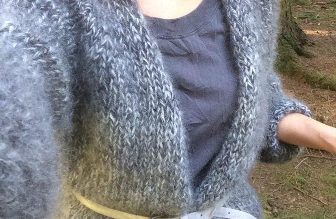 LOTILDA Oversize Strickjacke aus Mohair mit Raglanärmel Selfie