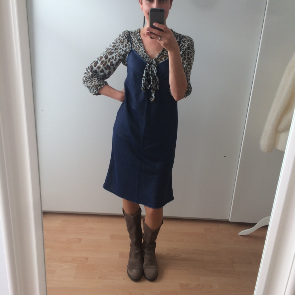 LOTILDA Schluppenbluse mit Spaghettiträger Kleid Burda 114A-092013-DL aus Jeansstoff